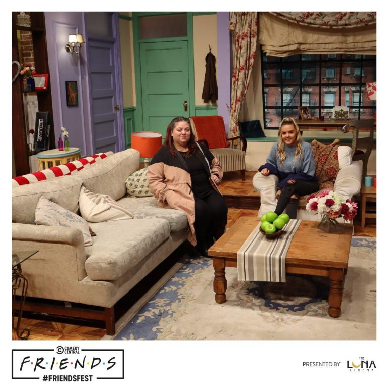 Mother and daughter siting in Monica's apartment at Friendsfest