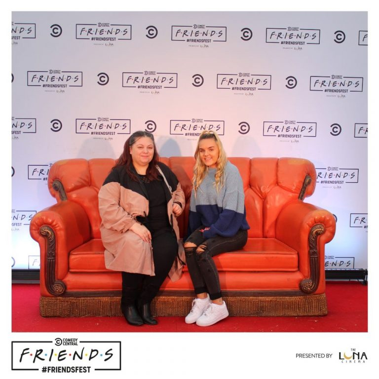 Mother and daughter on a couch at Friendsfest